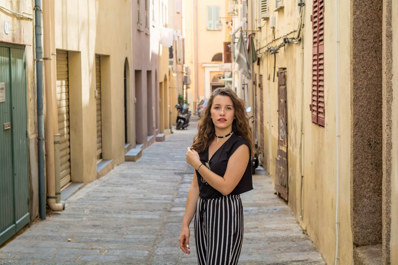 Nouvelle tenue sur le blog avec mon pantalon à rayures et mes sandales Tally Weijl | happinesscoco.com