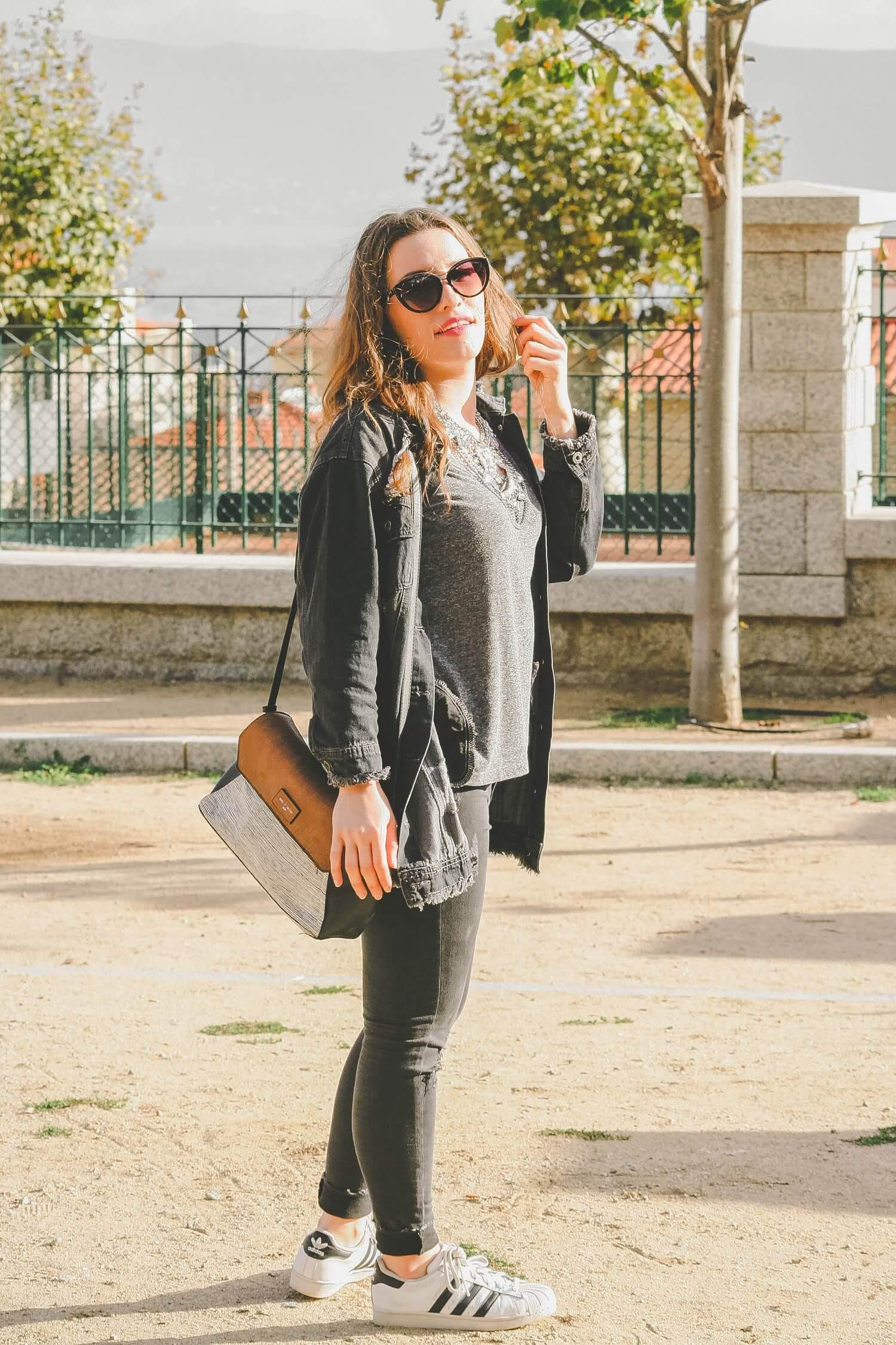 Nouveau look avec ma veste denim trouée sur happinesscoco.com (dupe très similaire sur Miss Guided)