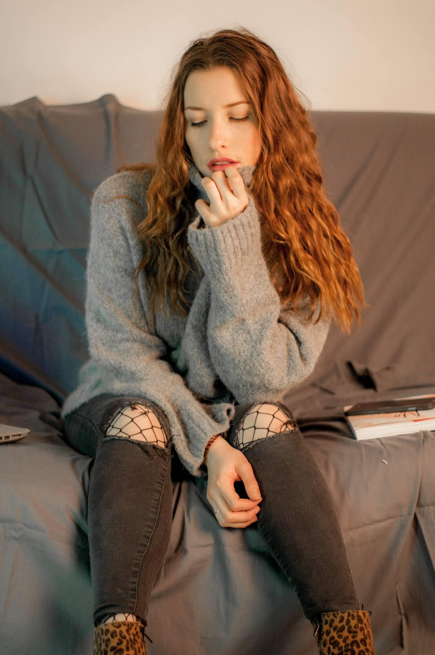 Avec le froid de l'hiver, rien de mieux qu'un pull en laine à col roulé. Celui-ci vient de chez H&M et je le porte avec mon bombardier de chez Bershka. | happinesscoco.com
