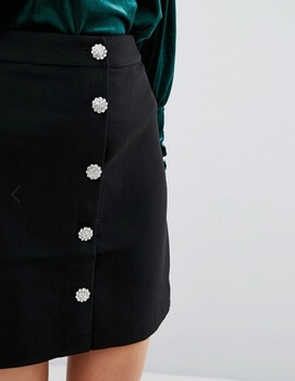 Asos – Warehouse – Mini jupe à boutons strassés