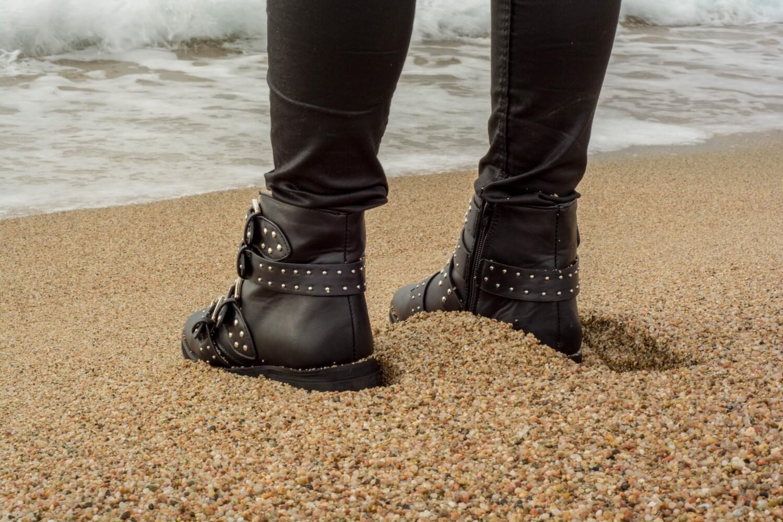 Nouvelle tenue 100% soldée et shootée sur une plage corse | happinesscoco.com
