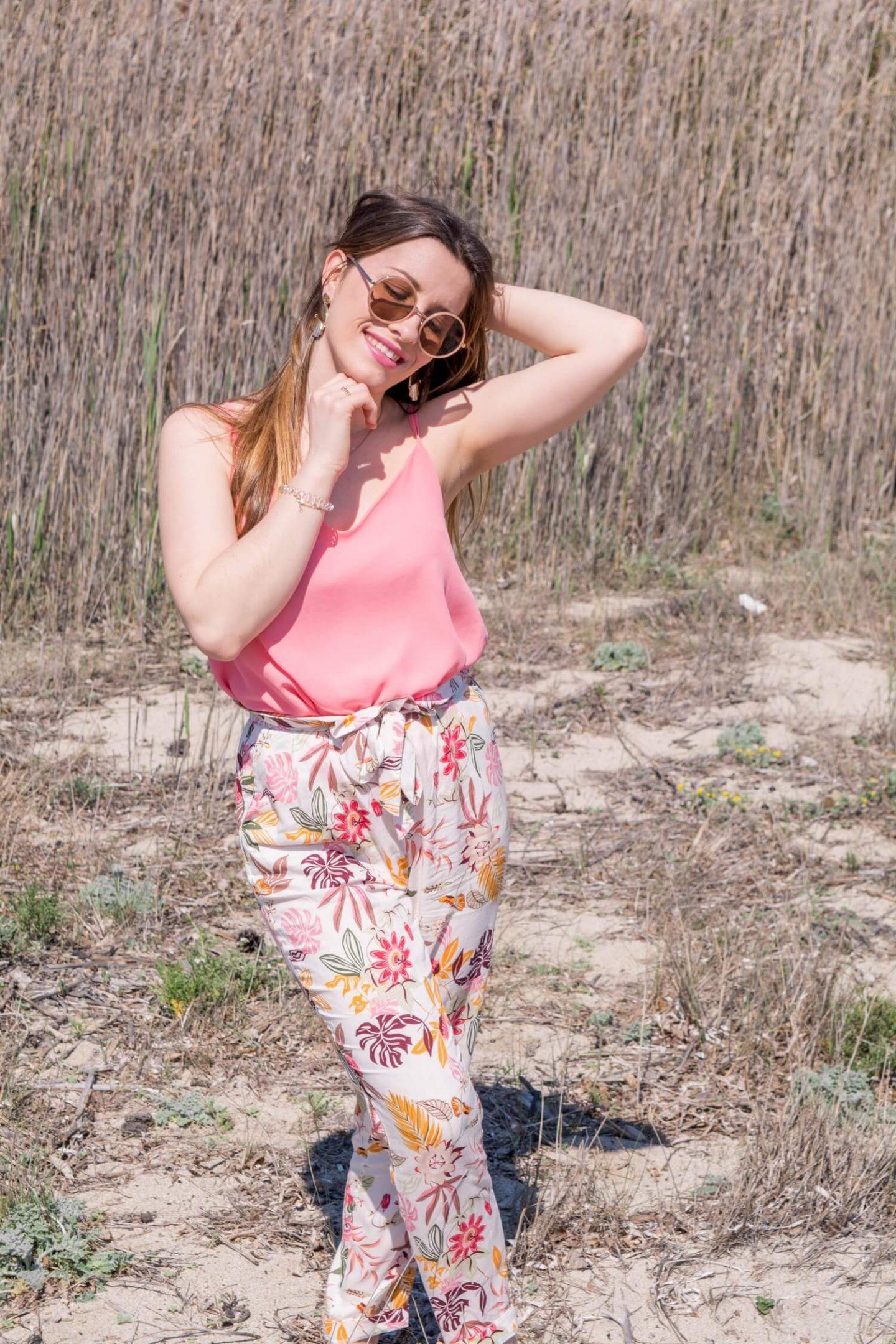 Un pantalon fleuri pour le printemps