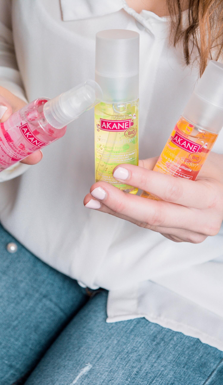 J'ai testé le rituel layering de chez Akane bio pour le démaquillage. Ce sont les produits parfaits pour se démaquiller et la routine du soir parafaite. Marque bio made in france | happinesscoco.com