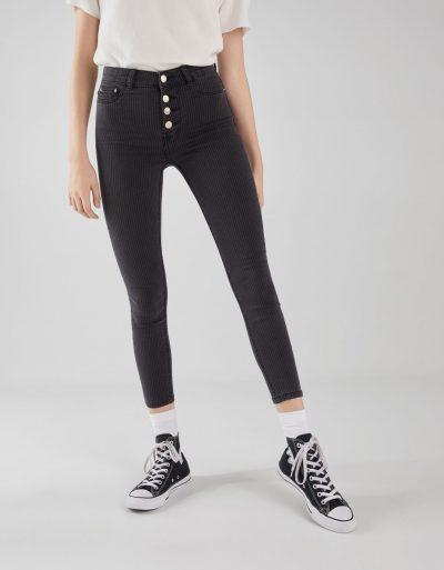 Bershka Pantalon taille normale à boutons