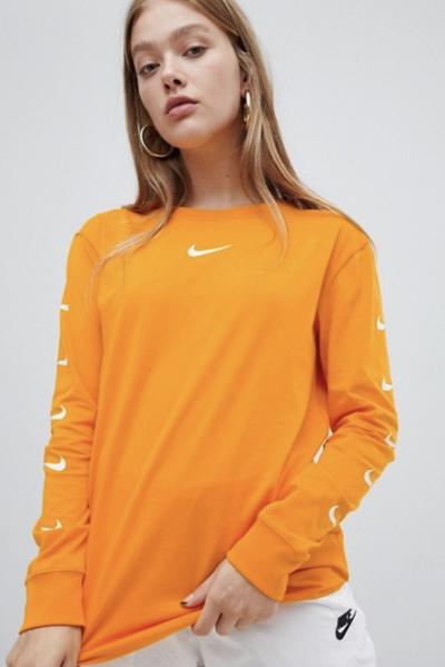 Asos Nike – T-shirt avec logos sur les manches longues – Orange