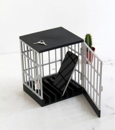 l'avant gardiste Prison pour smartphone