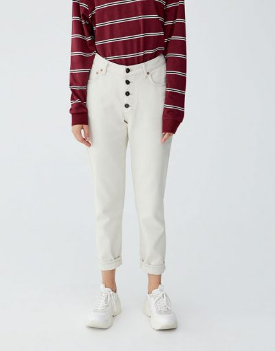 Pull and Bear Jean mom fit boutons apparents