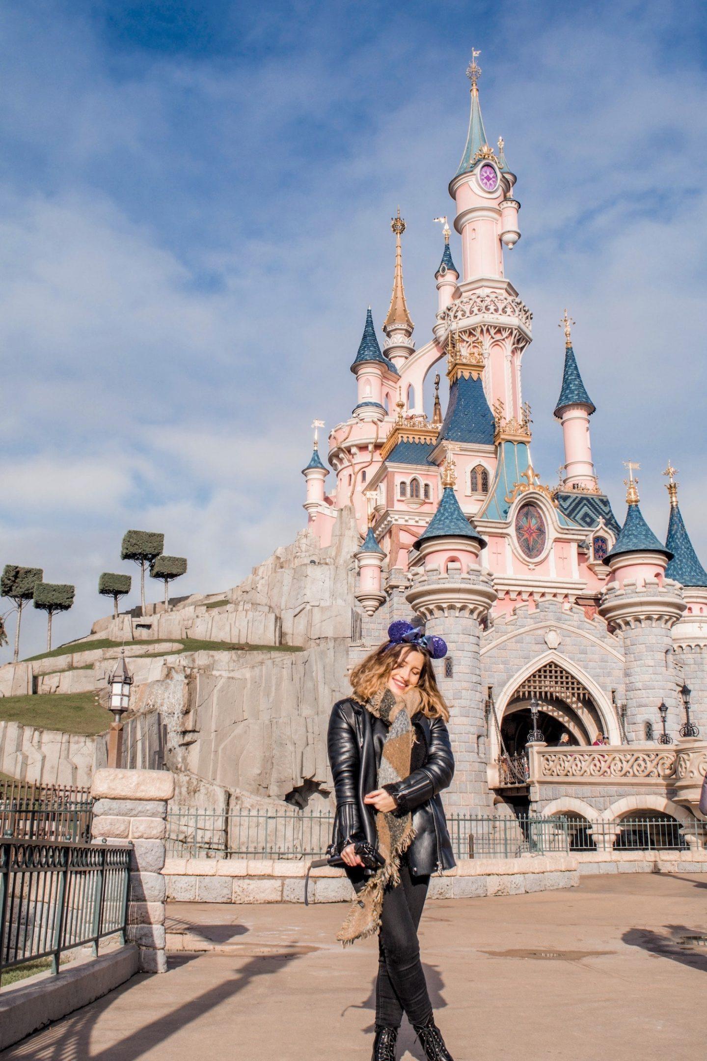 Quelle tenue porter pour les vacances de février quand on va dans un parc d'attractions à Disneyland Paris ? - happinesscoco.com