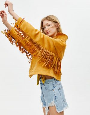 Pull and Bear Blouson franges imitation daim Sadie Sink b