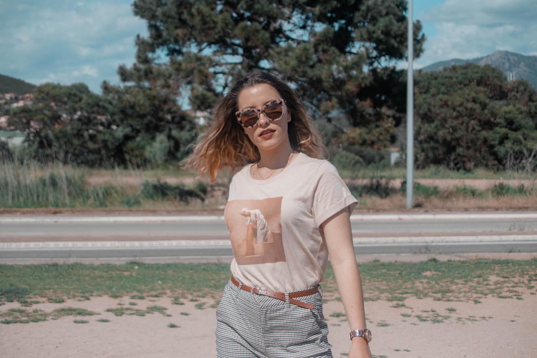Nouvelle tenue pour le printemps et l'été avec mon t-shirt oversize Arianna Grande et mon pantalon à carreaux Jennyfer - happinesscoco.com