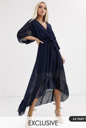 Asos Boohoo – Robe longue plissée avec ourlet à volants en exclusivité – Bleu marine