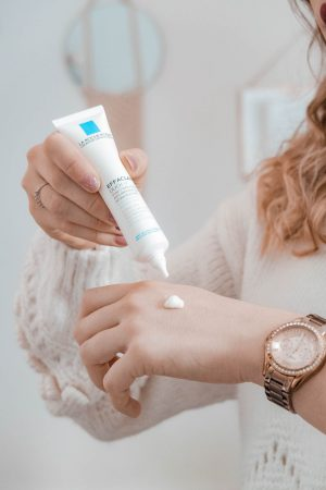 Ma routine soin pour les peaux grasses à tendance acnéique de la gamme Effaclar de chez La Roche Posay - happinesscoco.com